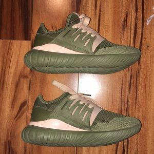 Adidas tubular size 5.5, can fit 6